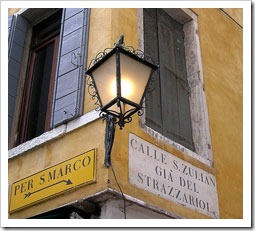 Lost? Just follow the signs to San Marco and Rialto
