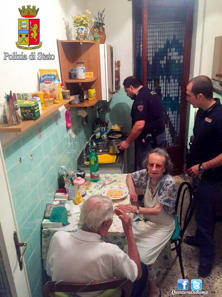 Rome police kindly made spaghetti with butter and parmigiano, and spent some time with the elderly couple.